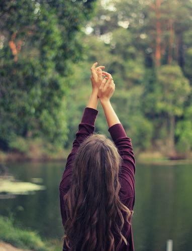 Holistisk sund livsstil i kontakt med naturen