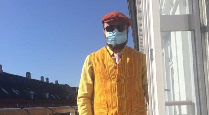 Søren Super Sund ser på mundbind med ventil: – Åh, then you can træk the weather!