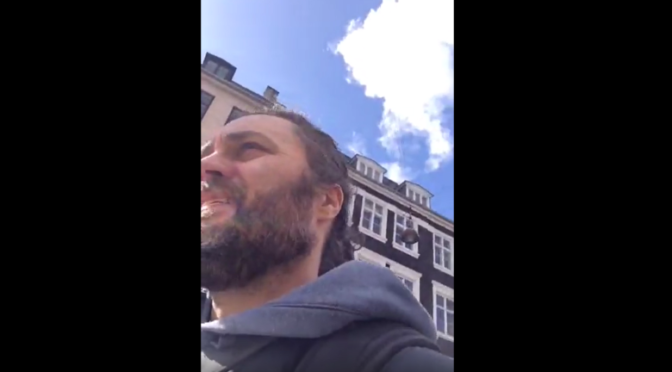 Ny video: Besøg hos politiet og sang foran retten